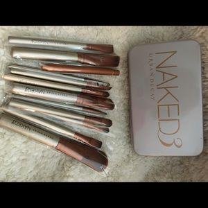 Naked 3 make up brushes